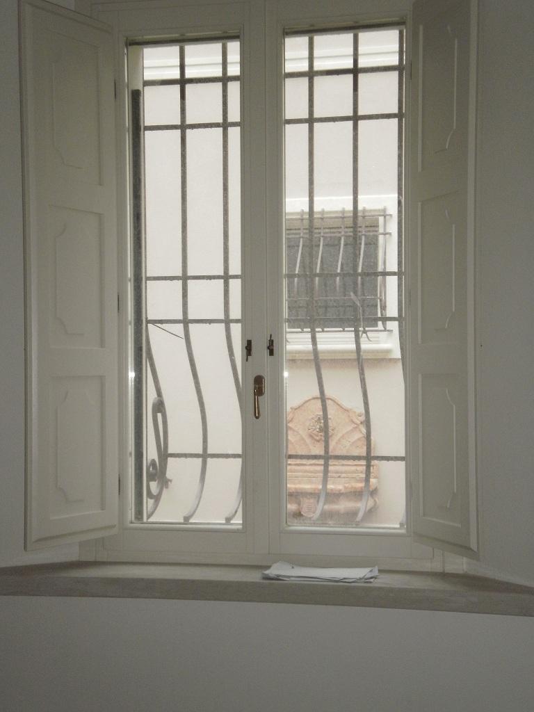 Finestra con scuretti interni falegnameria nuova pretolani - Chiavistelli per finestre ...
