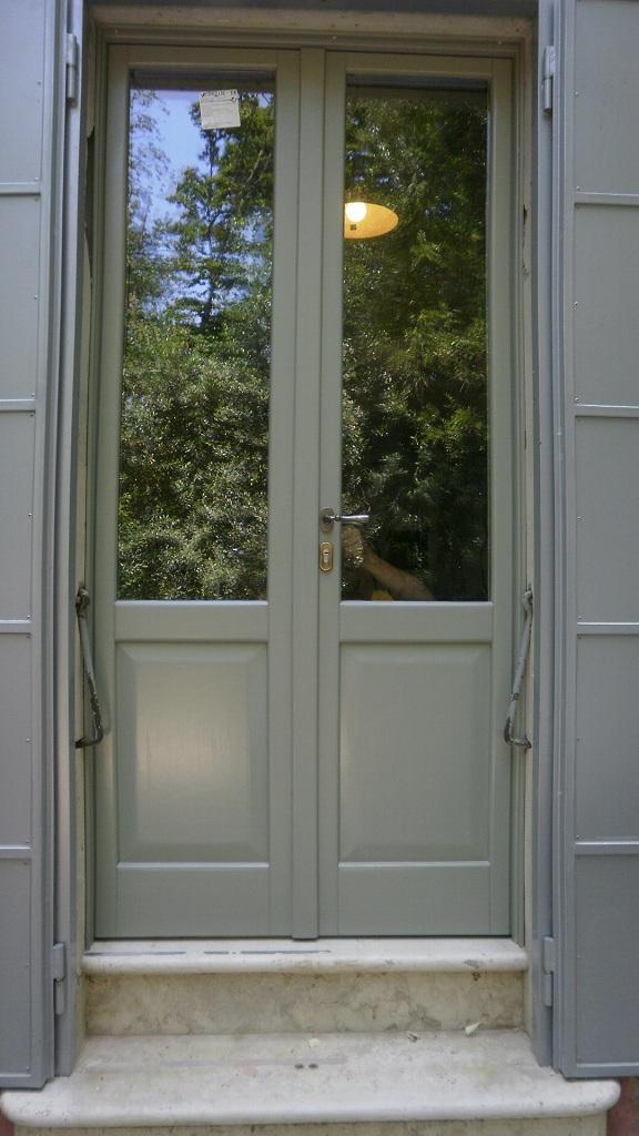 porta finestra per ingresso con sottoluce a bugna