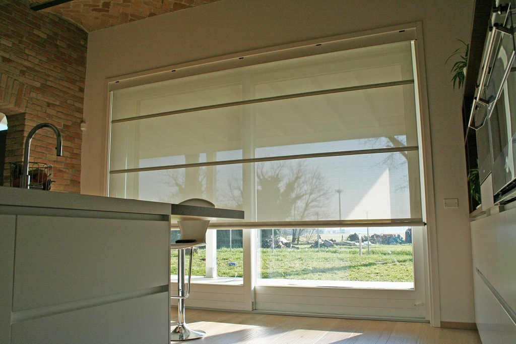 Finest alzante scorrevole con tenda frangisole elettrica - Tende per porta finestra ...