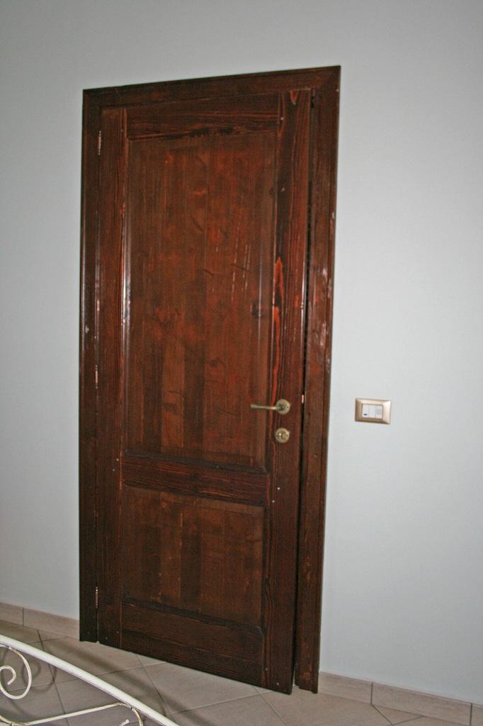 2- Porta in castagno (3)