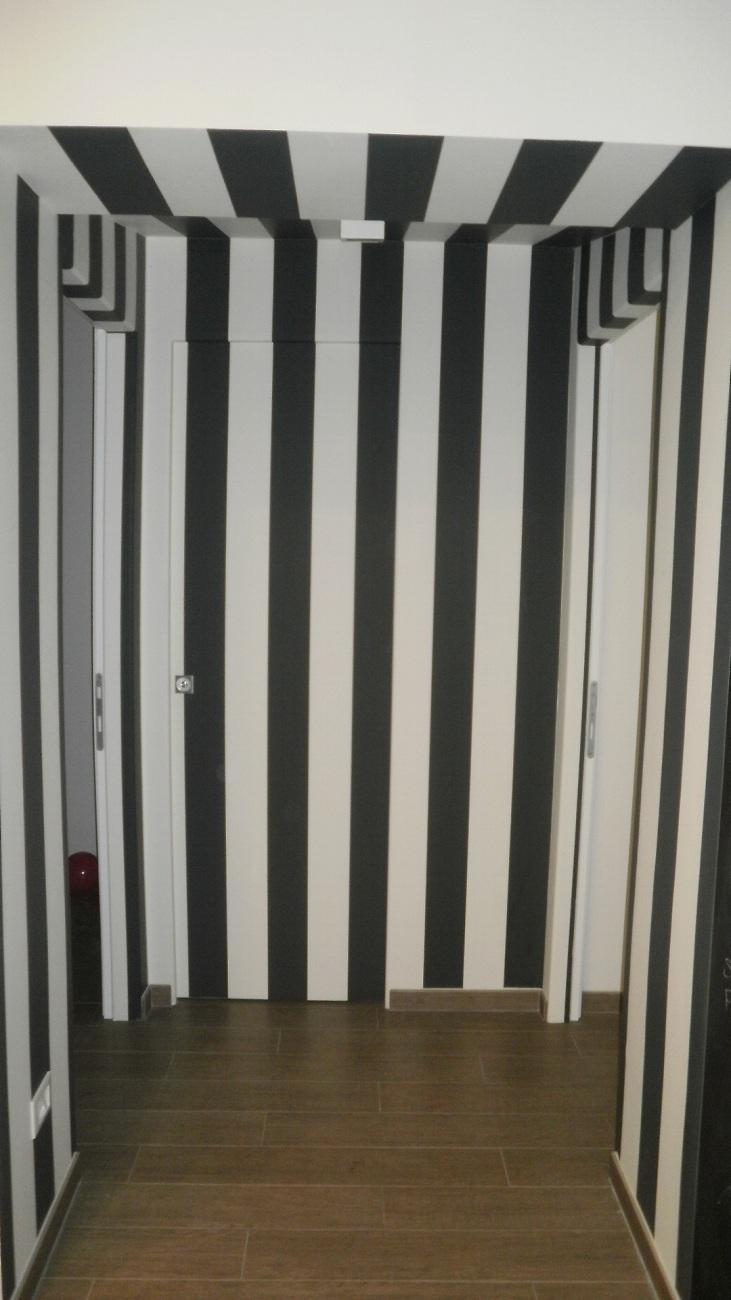 Porta Interno Muro Rivestita Con Carta Da Parati Falegnameria